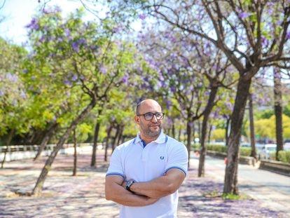 Anas El Hadri, mediador sociocultural y marroquí residente en Sevilla, viajará este año en avión a Tánger ante la cancelación de la Operación Paso del Estrecho.