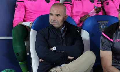 Paco López, en el banquillo del Levante.