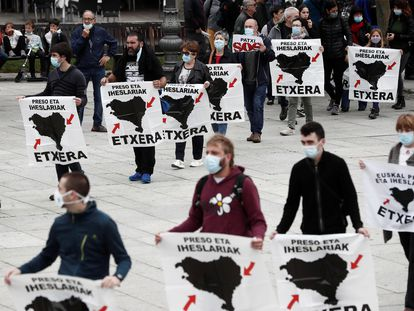 Una concentración en apoyo de los presos de ETA, en Pamplona, el pasado año 2020.