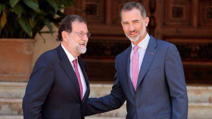 El Rey recibe a Rajoy en el Palacio de Marivent.