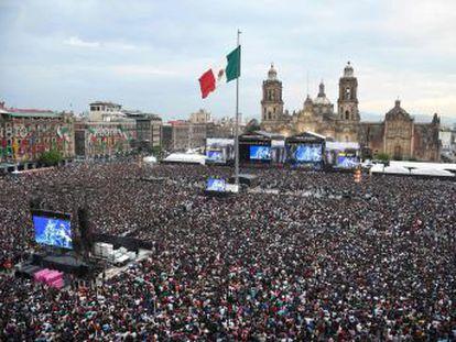 19 artistas llenan el Zócalo de la Ciudad de México en un concierto por los damnificados por los terremotos