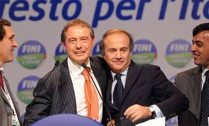 Los ministrosn Adolfo Urso y Andrea Ronchi, el pasado 7 de noviembre, durante un acto del movimiento político Futuro y Libertad, la nueva formación de Gianfranco Fini.