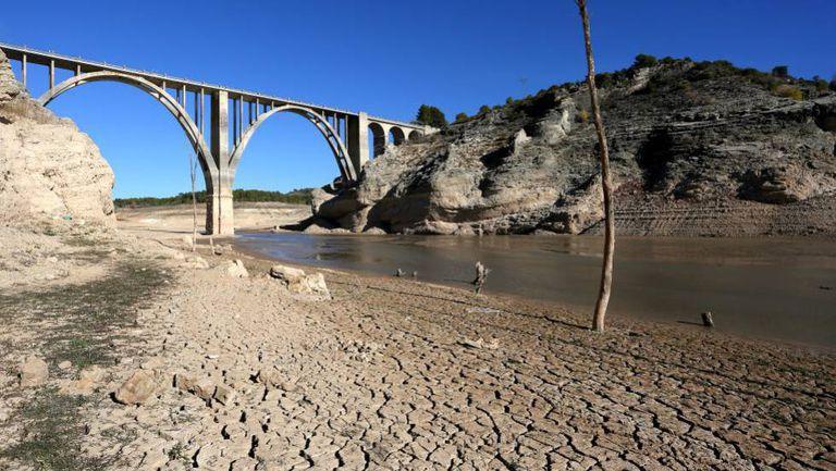 En la foto, el embalse de Entrepeñas de Guadalajara durante la sequía de 2017
