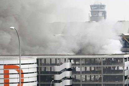 El aparcamiento de la terminal T4 de Barajas, tras el atentado de ETA en marzo de 2007.