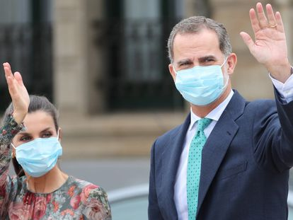 El rey Felipe VI y la reina Letizia, durante su visita este viernes en Bilbao.