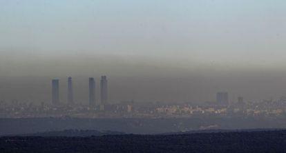 Nube de contaminación sobre Madrid, en 2012.