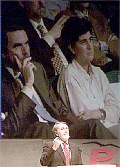 <b>Aznar acusa a ETA de querer matar el Estatuto, y al PNV, de desearlo muerto</b>
