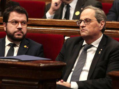 Quim Torra junto a Pere Aragonès en el pleno extraordinario del Parlament este sábado.