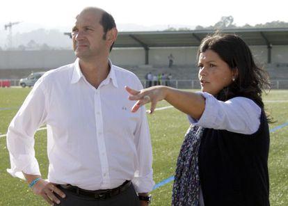 Louzán y Arévalo durante su visita a un campo de fútbol de Mos en septiembre de 2010.