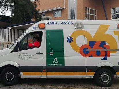 Una ambulancia de la Empresa Pública de Emergencias Sanitarias de la Junta de Andalucía.