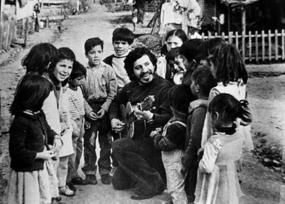El cantautor chileno Víctor Jara, en una imagen sin fechar facilitada por la fundación que lleva su nombre.