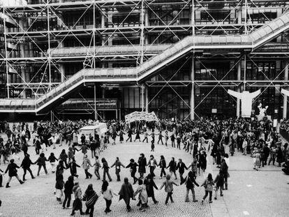 Plaza del museo Georges Pompidou de París.