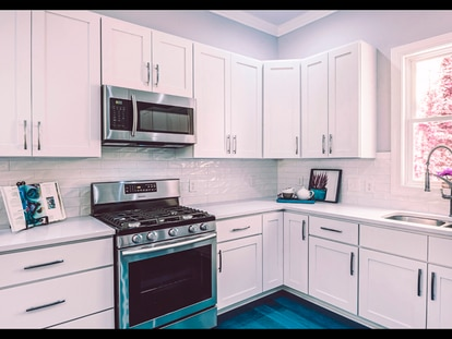 Elegimos los cinco accesorios imprescindibles para ordenar a conciencia los armarios de la cocina.