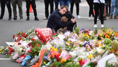 Flores en Christchurch en honor de los 49 muertos en el atentado terrorista en Nueva Zelanda.