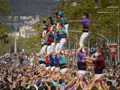 Primera actuación de las colles de castellers de Barcelona tras un año y media de pandemia.