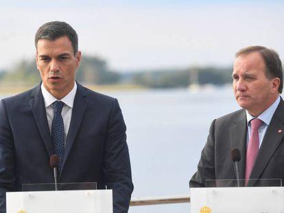 Pedro Sánchez, junto al primer ministro sueco Stefan Lofven, este miércoles Enkoping.