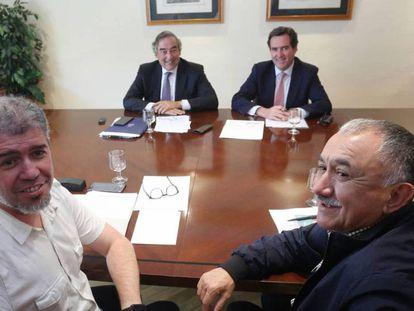 Los Secretarios Generales de UGT y CCOO, Pepe Álvarez y Unai Sordo, y los presidentes de CEOE y CEPYME, Juan Rosell y Antonio Garamendi, durante la reunión.