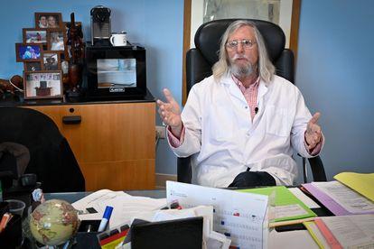 Didier Raoult, en su despacho del Instituto Hospitalario Universitario de Marsella.