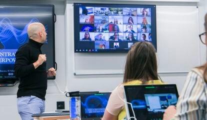 Aulas con el nuevo formato híbrido en IE Business School.