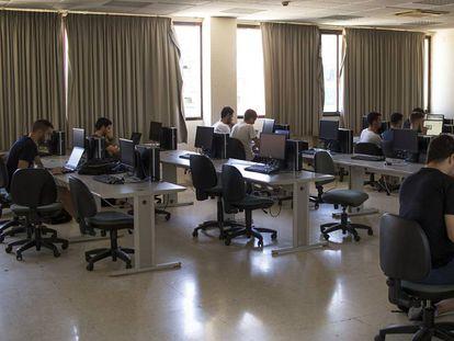 Alumnos de Informática, la pasada semana en un aula de estudios de la Universidad de Sevilla.