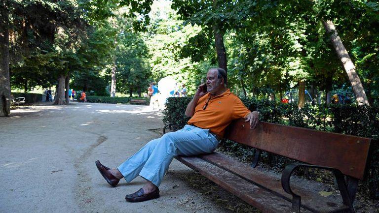 Juan Chicharro, presidente de la Fundación Francisco Franco, en el parque  de El Retiro de Madrid.