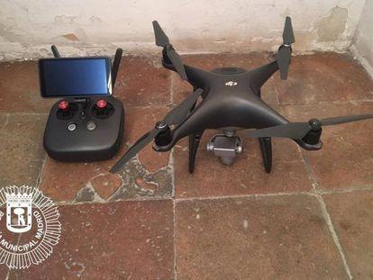 un dron intervenido este domingo por sobrevolar la Plaza Mayor sin autorización.