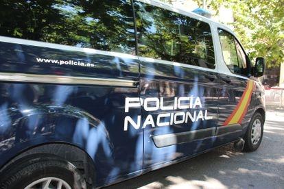 Agentes de la Policía Nacional buscan a los autores de la muerte de un joven en A Coruña.