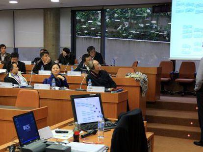 Ejecutivos chinos en un máster en las aulas de IESE en Barcelona