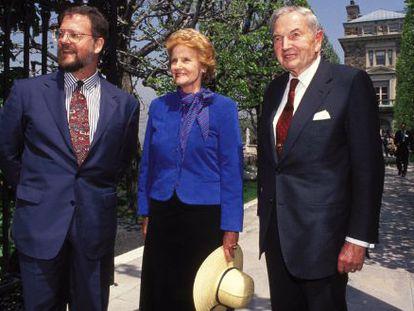 Abby O´Neill y David Rockefeller y, a la izquierda, otro familiar.