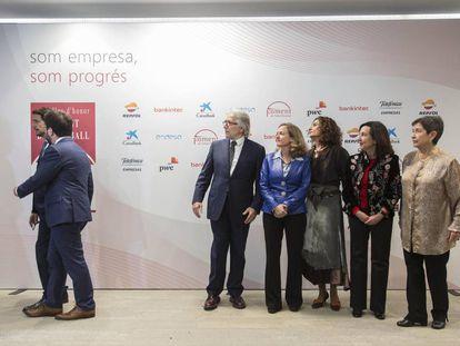 Sanchez-Llibre y representantes del Gobierno central miran a Aragonès y Calvet en el acto de Foment.