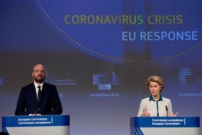 Ursula von der Leyen, Presidente de la Comisión Europea, y Charles Michel, Presidente del Consejo Europeo, durante una rueda de prensa el 23 de abril de 2020