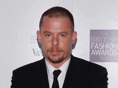 El diseñador Alexander McQueen, en Londres en noviembre de 2005.