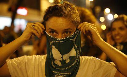 Una activistas en una marcha para legalizar el aborto, en Río de Janeiro.