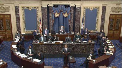 El republicano David Cicilline intervenía ayer en la sesión del segundo 'impeachment' contra Donald Trump celebrada en el Senado, en Washington.