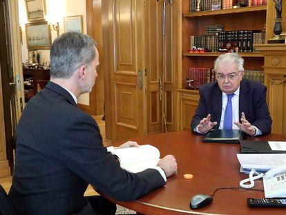 El Rey reunido con el presidente del Tribunal Constitucional, Juan José González Rivas, el pasado 29 de mayo.