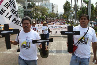 Protesta contra los asesinatos de periodistas en Acapulco, este lunes.