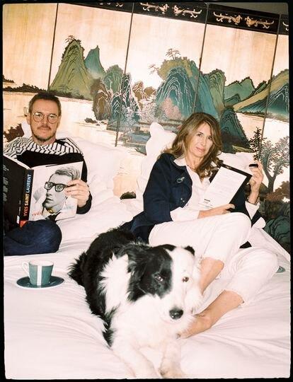 Labanda y García-Siñeriz en el dormitorio principal con Jack, el bordercollie de la presentadora.