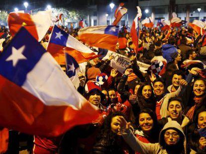 La afición chilena celebra su pase a la final.