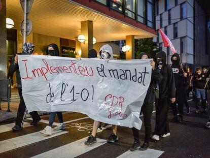Cabecera de la manifestación antes de los disturbios en Girona en el tercer aniversario del referéndum del 1 de octubre.