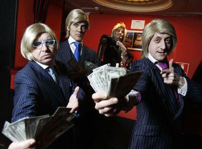 Los cuatro componentes del grupo teatral Yllana en la presentación de <i>Brokers</i>, su nuevo espectáculo.