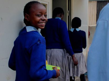 Faith camina todos los días dos horas para llegar a la escuela. El menú escolar le ayuda a recuperar fuerzas y poder completar sus estudios