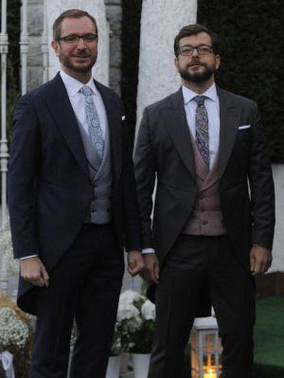 Javier Maroto y su esposo.