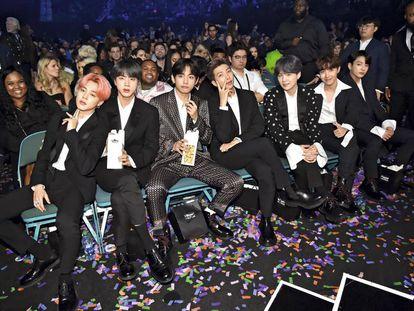 La 'boy band' coreana BTS debutó en el número 43 en la lista 'Forbes Celebrity 100' de 2019. Ingresaron en un año 54 millones de dólares. Unos 40 de ellos en su gira por Estados Unidos.