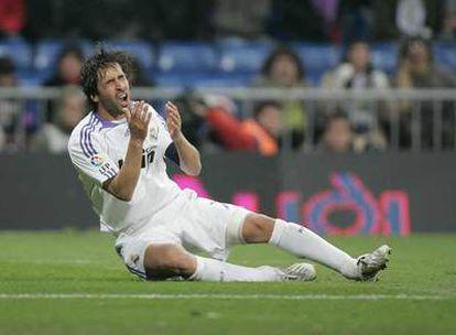 Raúl se lamenta tras desaprovechar una oportunidad de marcar.
