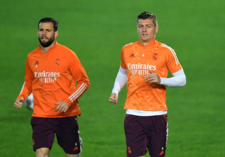 Nacho y Kroos, en el entrenamiento de este martes en Bérgamo.