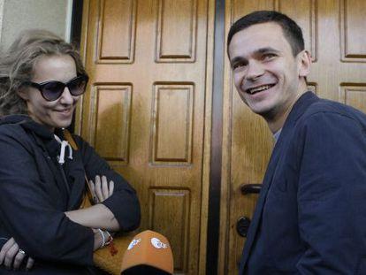 Sobchak, junto a Ilya Yashin, líder de la oposición en Rusia.