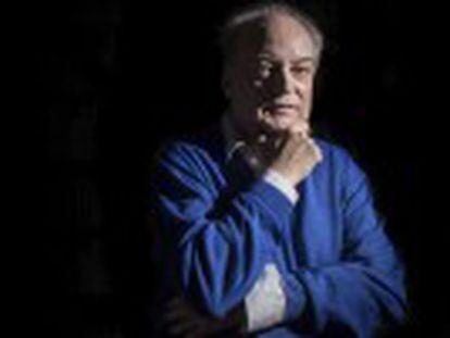 El escritor busca el doble, cultiva la paradoja. Ha ganado el premio de la FIL de Guadalajara.