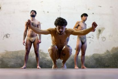 Jesús Carmona, in the foreground, in his work 'The jump'