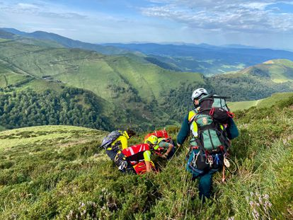 Rescate montañero fallecido en los montes de Cantabria.