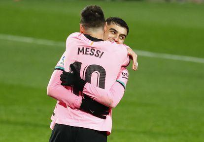 Messi y Pedri celebran el gol del argentino en Pucela.